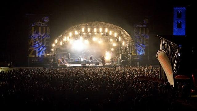 Bühne in der Nacht