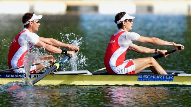 Simon Niepmann und Lucas Tramèr rudern beim Weltcup auf dem Rotsee um den Sieg.
