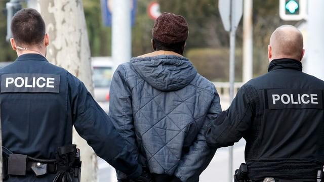 policists cun in arrestà