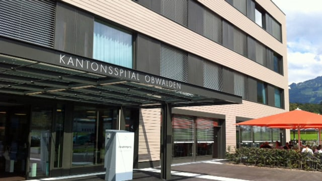 Eingang des Kantonsspital Obwalden.