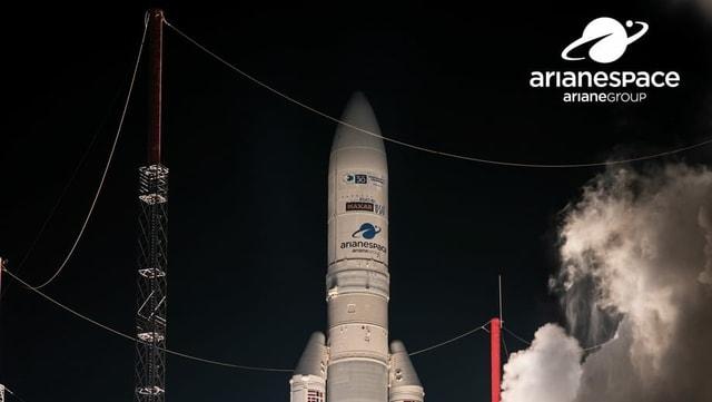 Mit solchen Raketen werden die Satelliten ins All gebracht.