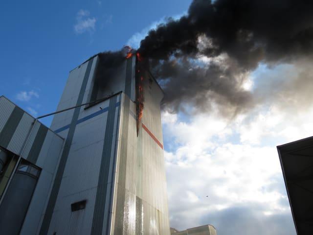Brennendes Kohlesilo in Würenlingen