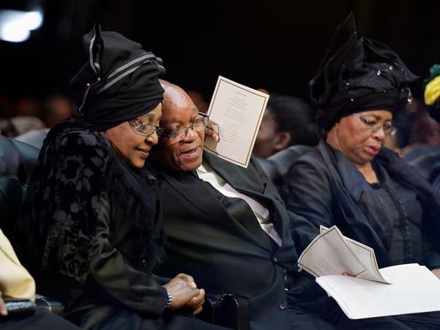Gemeinsam mit Mandelas Witwe trauerte Präsident Zuma, 15.12.2013 in Qunu