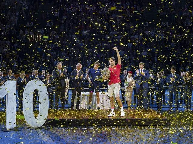 Roger Federer feiert seinen 10. Basel-Titel.