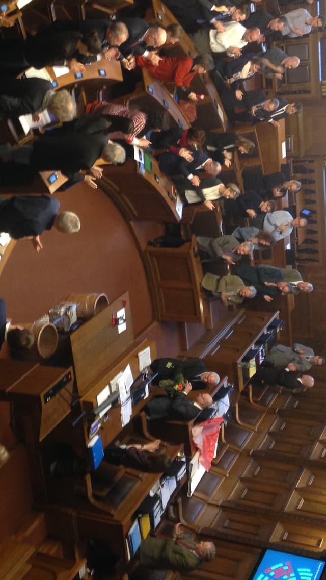 Thomas Dähler, Ratsmitglieder stehend applaudierend