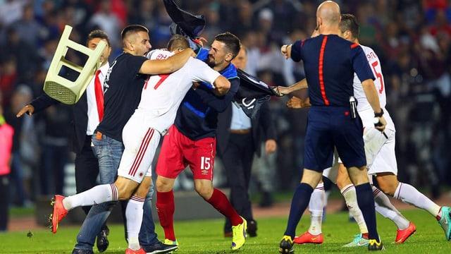 In Belgrad gingen Serben und Albaner aufeinander los.