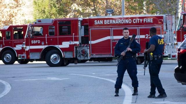 policists avant autos da pumpiers che bloccheschan las vias