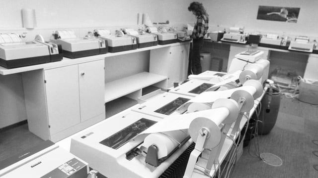 Algorithmen wären effizienter: News-Ticker und Fernschreiber bei der Schweizerischen Depeschenagentur in Bern 1984.