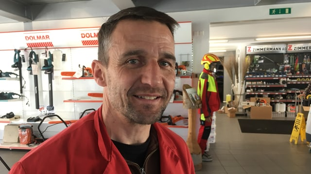 Marco Zimmermann en ses affar a Domat.