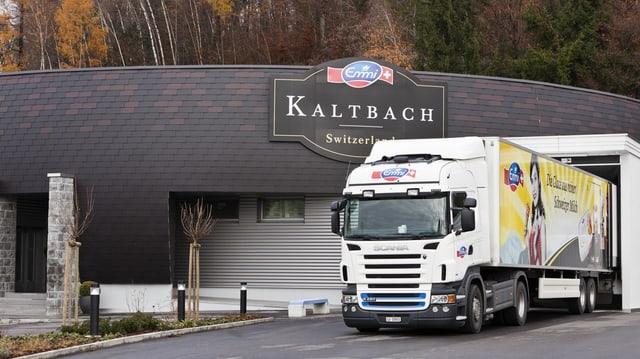 Camiun dad Emmi avant la fabrica a Kaltbach.