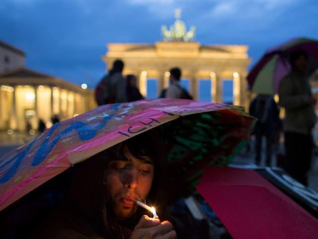 Afghanischer Flüchtlinge vor dem Brandenbuger Tor in Berlin