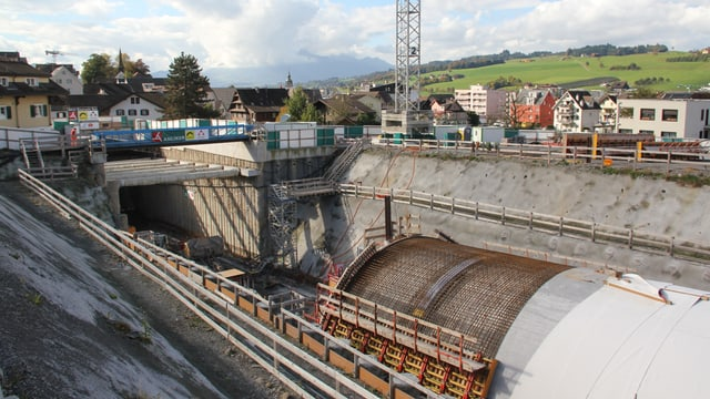 Tunnelbau mit Tunneleinschnitt bei der Südumfahrung Küssnacht.