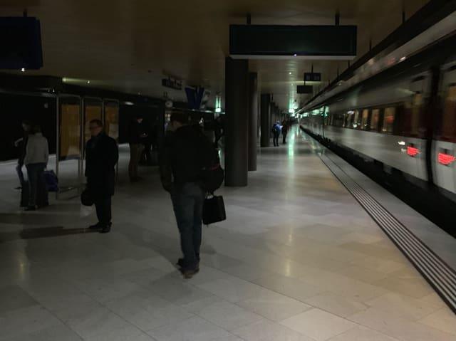 Dunkelheit bei Zug.