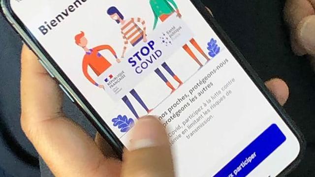 Die französische App StopCovid ist auf einem Smartphone in Betrieb.