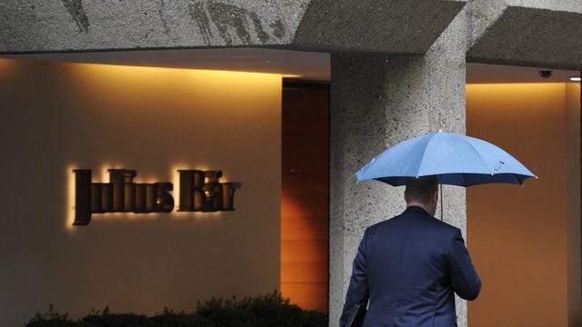 La banca Julius Bär quinta cun in chasti da 350 milliuns dollars.