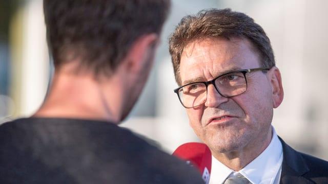 Der Zuger Regierungsrat Beat Villiger gibt ein Interview.