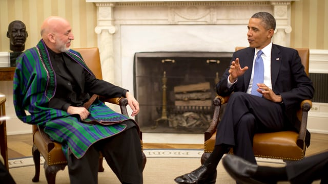 Afghanistans Präsident Hamid Karsai (li) und US-Staatschef Barack Obama bei ihrem Treffen im Oval Office in Washington.