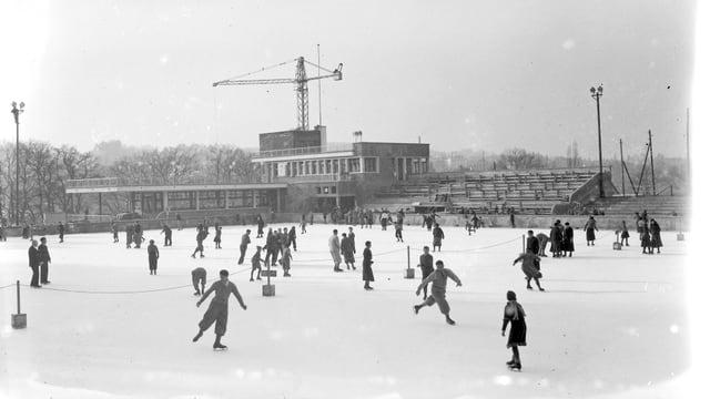 Archivbild von der Eisbahn in den 1930er Jahren.