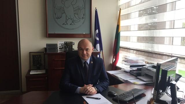 Eugenijus Sabutis in seinem Büro.