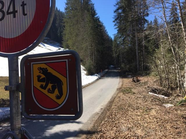 Der Bär im Kantonswappen signalisiert; jetzt ist wieder bernisches Staatsgebiet.