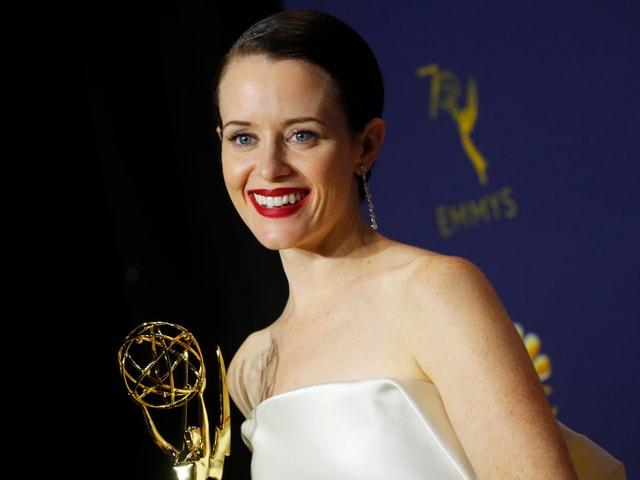 Claire Foy mit ihrem Emmy
