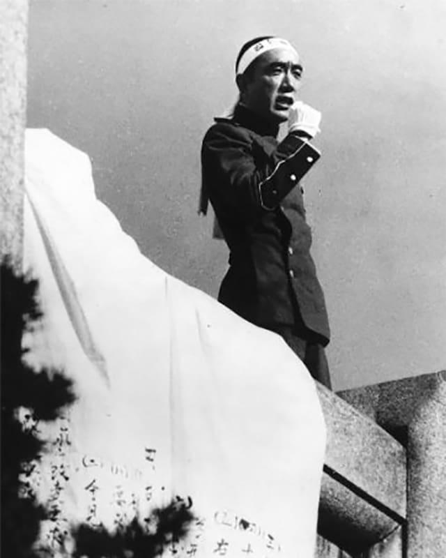 Mishima bei seiner Rede während dem Staatsstreich am 25. November 1970, kurz vor seinem Selbstmord.