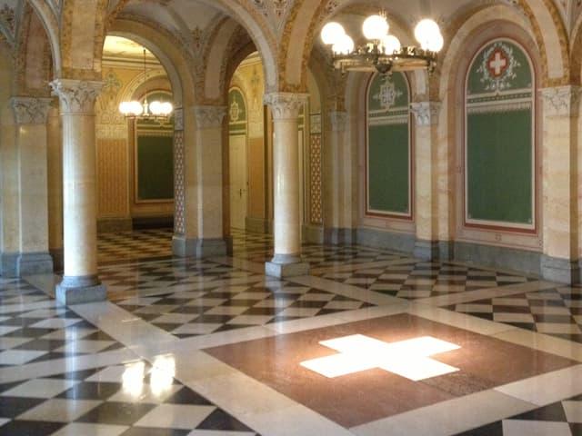 Schweizerkreuz vor Bundesratszimmer