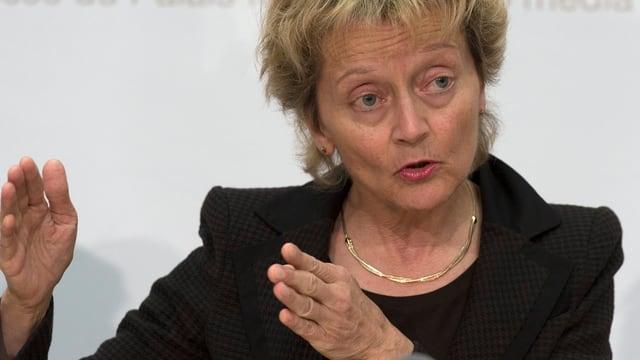 Bundesrätin Eveline Widmer-Schlumpf vor den Medien in Bern.