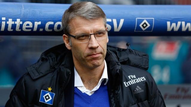 Peter Knäbel vor der HSV-Bank