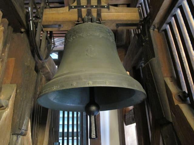Eine der insgesamt elf Glocken im Turm der Solothurner St. Ursenkathedrale.