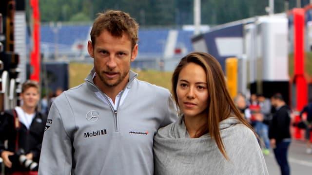 Jenson Button und Jessica Michibata Arm in Arm