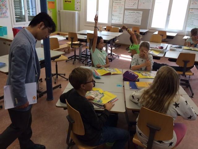 Internationaler Besuch an Tagesschule der Stadt Zug.
