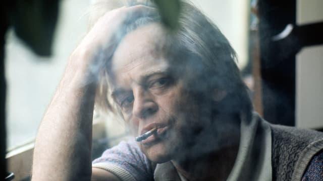 Klaus Kinski als Fitzcarraldo mit einem grossen Grammophon.