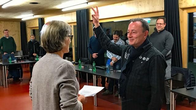 Il cussegl communal da Claustra-Serneus ha elegì Beat Bernet sco nov president da vischnanca..