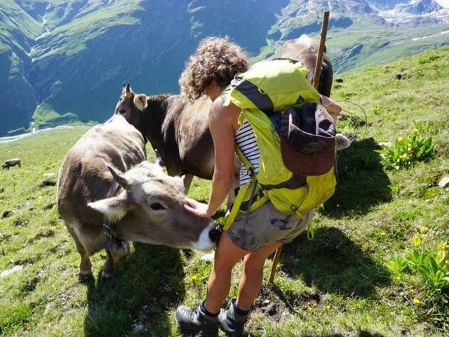 Die Hirtin Laura kümmert sich um die Tiere
