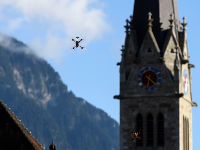 Drohnen in der Luft.