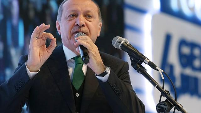 Erdogan vul in sistem presidenzial per la Tirchia.