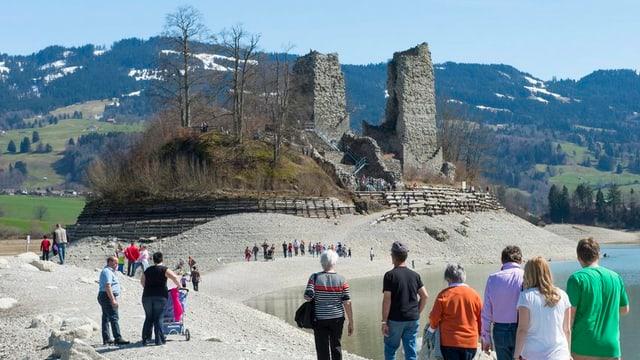 Im  Kanton Freiburg gibt es viel zu entdecken: zum Beispiel am Greyezersee.