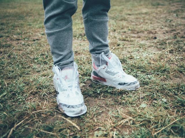 eingepackte Sneakers