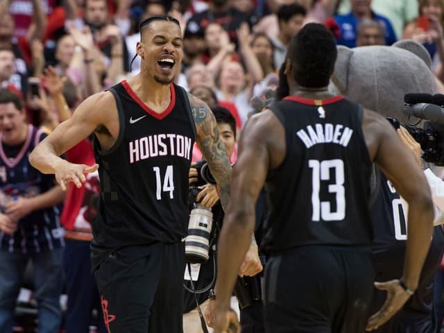 Gerald Green und James Harden von den Houston Rockets freuen sich.