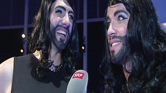 Die Komiker von Divertimento verkleidet als Dragqueen Conchita Wurst.