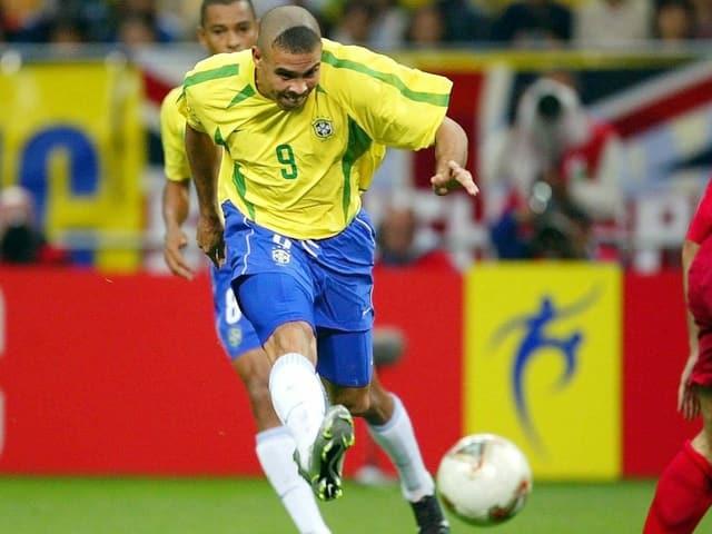 Ronaldo mit Dreiecks-Frisur