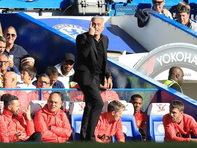 Mourinho erinnert seine Spieler, dass die Partie nur noch 1 Minute dauert.