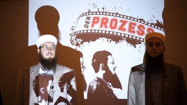 Nicolas Blancho und Qaasim Illi an einer Medienkonferenz