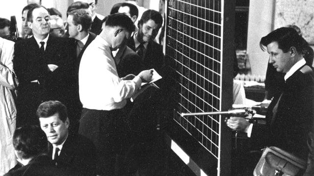 Regisseur Robert Drew beim Dreh von «Primary» mit Kennedy.