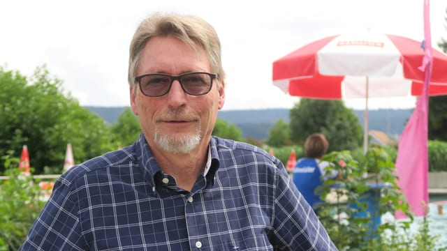 Gemeindepräsident Hanspeter Heierli in der Badi