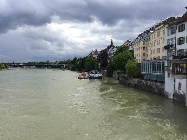 Schiff am Ufer
