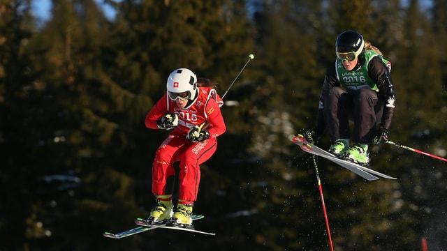 Duas skiunzas en acziun.
