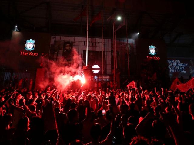 In der Nacht auf Freitag wurde rund ums Stadion gefeiert.