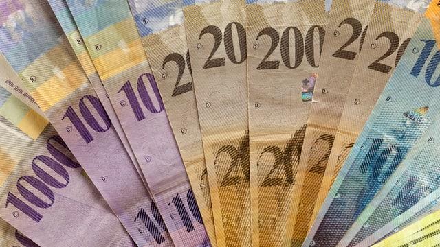 Geldnoten: 1000, 200 und 100 Franken